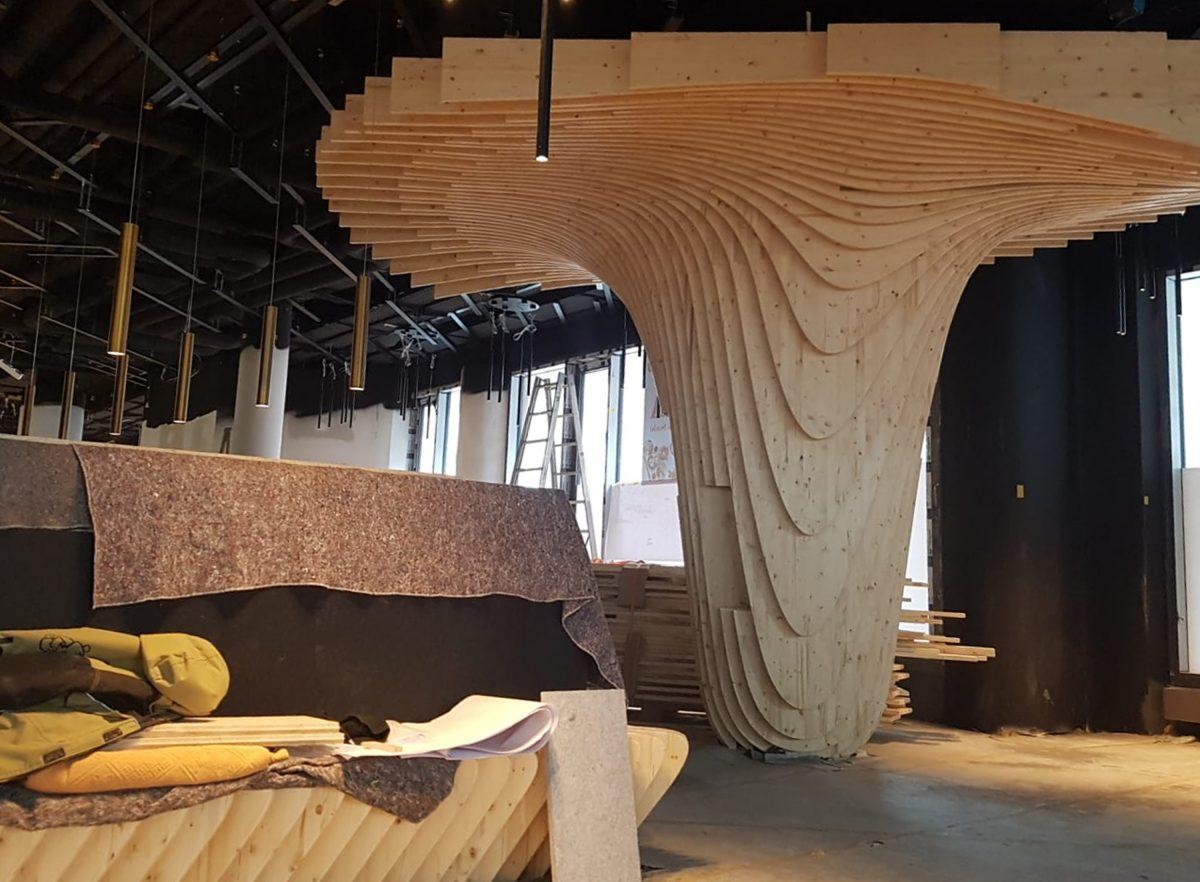Einblicke in den Gastraum der neuen Sushi-Bar im Adina Apartmenthotel in Nürnberg während Baustellenbetrieb.